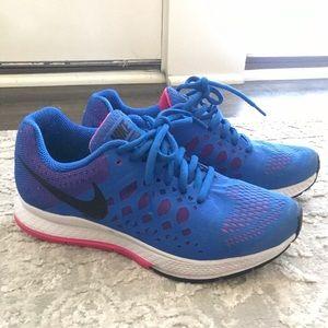Nike Pink and Blue 200M Pegasus 3.1 - Size 6
